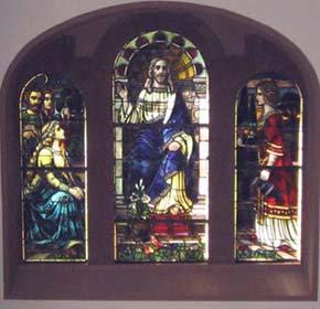 Fenster im Altarraum der Bergkirche