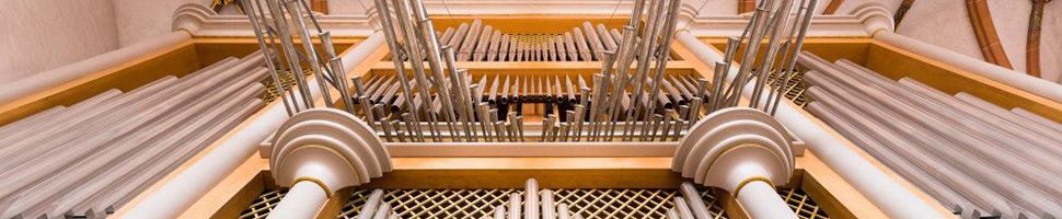 Bildausschnitt: Pfeifen und Spanische Trompeten - die Große Steinmeyer-Lenter-Orgel im Chorraum der Heiliggeistkirche; Quelle: Altstadtgemeinde/Fotos: Dr. Manfred Schneider